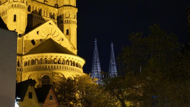 Kölner Dom vor Groß St. Martin