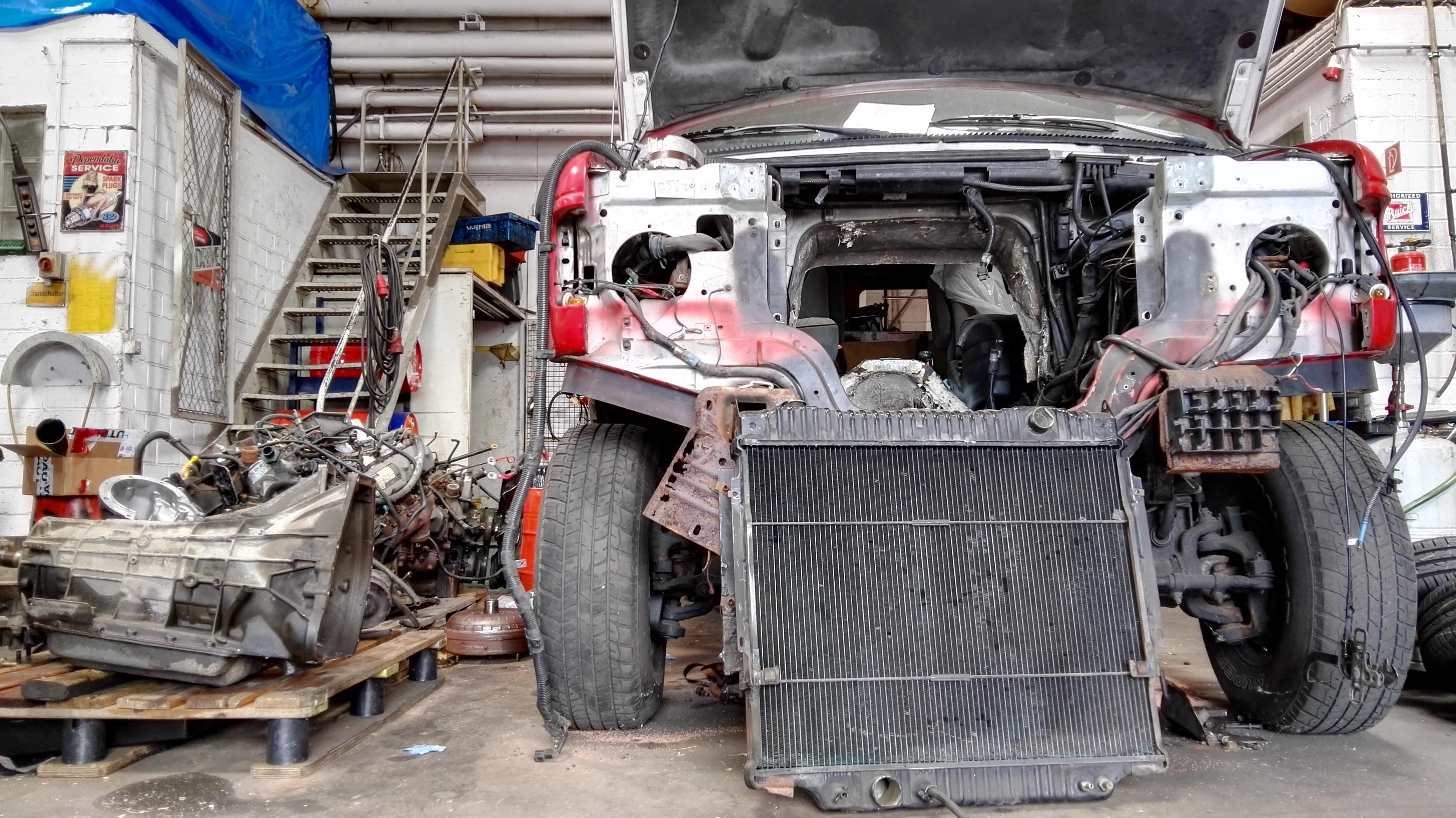 Ford E350 4×4 Van- Motor raus, alles zerlegt, 1300kg Teile ...