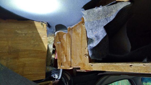 klassisches Desaster bei US Ausbauten: 12mm Holz, dahinter Glasfaserwolle